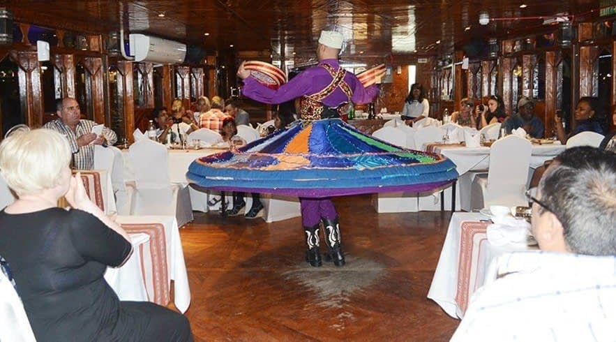 dhow cruise dubai - entertainment show