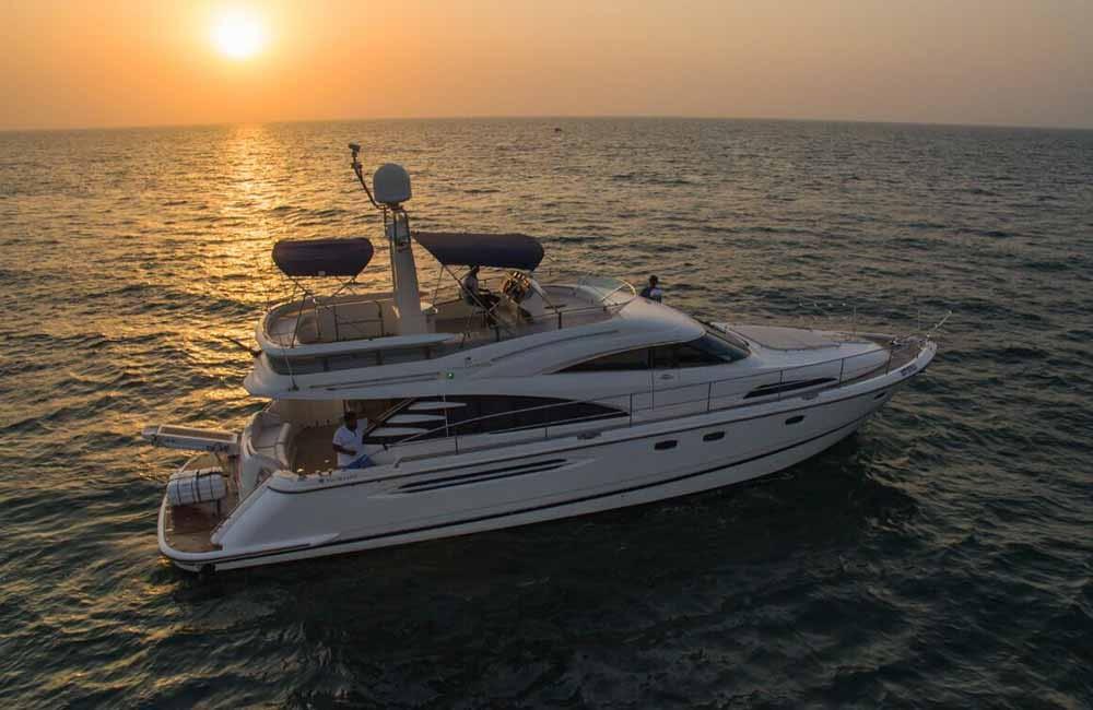 luxury yacht tour